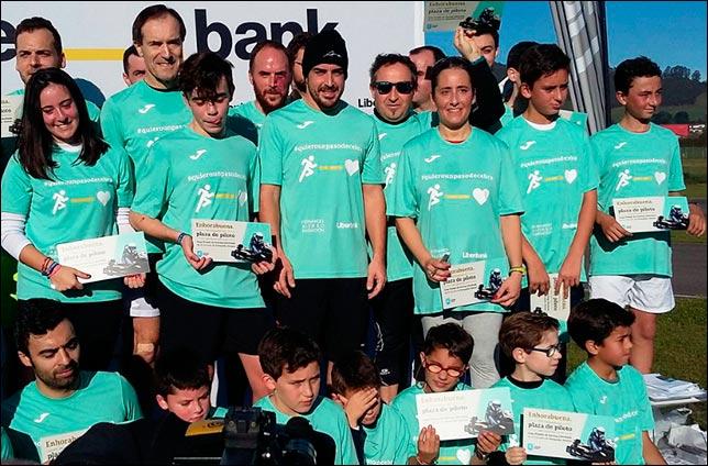 Фернандо Алонсо с участниками акции
