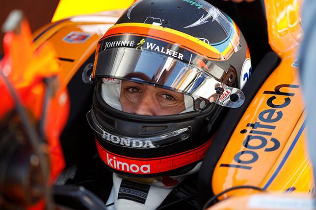 Фернандо Алонсо за рулём машины команды Andretti в цветах McLaren на тестах в Индианаполисе