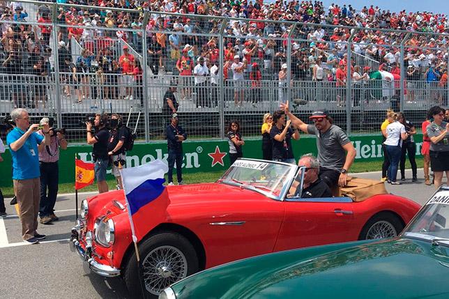 Фернандо Алонсо на параде пилотов перед Гран При Канады