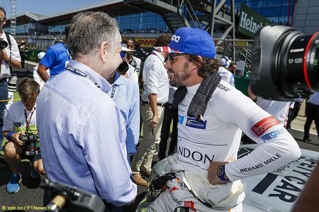 Фернандо Алонсо и Жан Тодт, президент FIA, перед стартом Гран При Великобритании