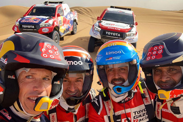 Экипажи Toyota перед началом ралли-рейда в Марокко
