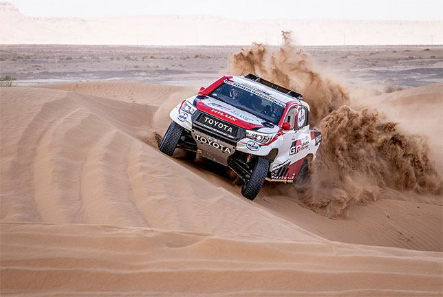 Фернандо Алонсо на трассе ралли-рейда в Марокко