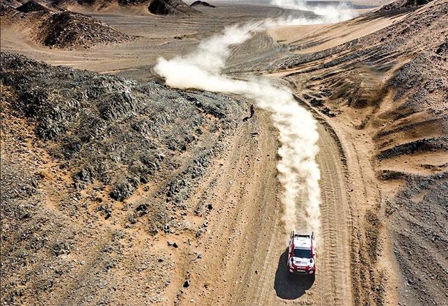 Экипаж Фернандо Алонсо на трассе Ula-Neom Rally в Саудовской Аравии