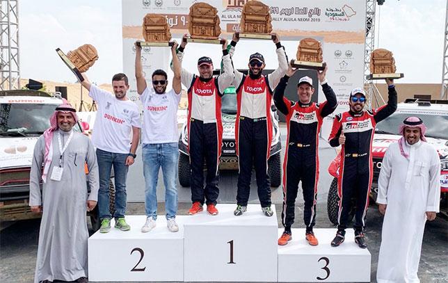 Экипаж Фернандо Алонсо на подиуме по итогам Ula-Neom Rally в Саудовской Аравии
