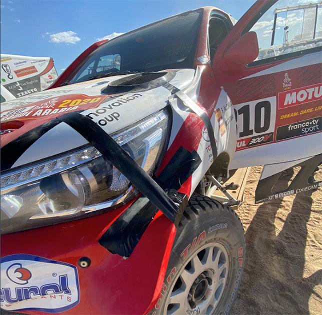 Машина Фернандо Алонсо и Марка Кома после аварии