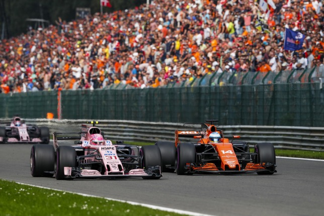 Эстебан Окон и Фернандо Алонсо ведут борьбу на трассе Гран При Бельгии, 2017 год