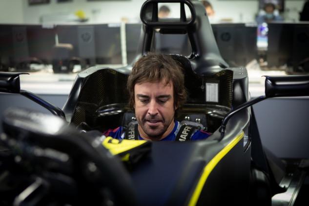 Фернандо Алонсо, фото пресс-службы Renault