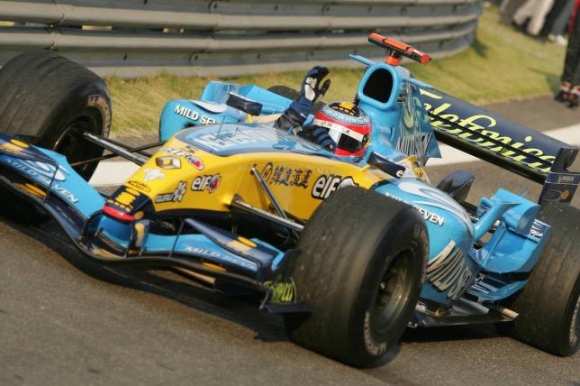 Фернандо Алонсо за рулём Renault R25 на трассе Гран При Китая, 2005 год