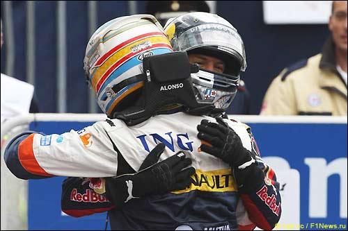 Фернандо Алонсо и Себастьян Феттель после финиша Гран При Италии