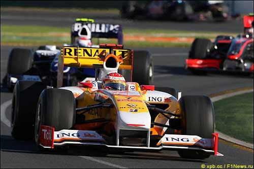 Фернандо Алонсо на трассе Гран При Австралии