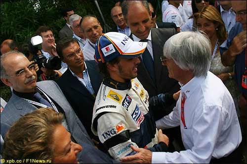 Фернандо Алонсо и Берни Экклстоун во время Гран При Европы, 2008 г.