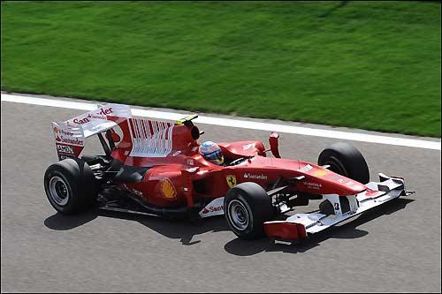 Фернандо Алонсо за рулем F10