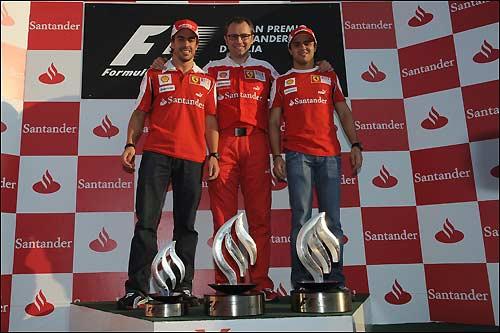Фернандо Алонсо, Стефано Доменикали и Фелипе Масса на подиуме Гран При Италии