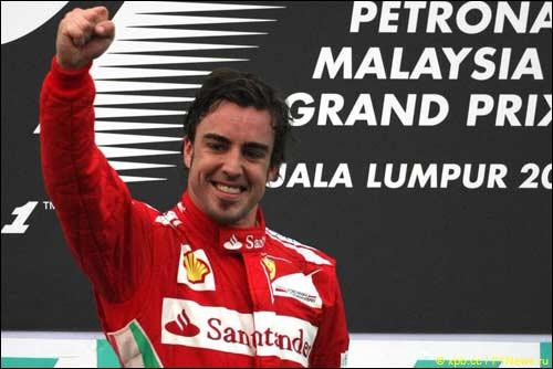 Фернандо Алонсо на подиуме Гран При Малайзии