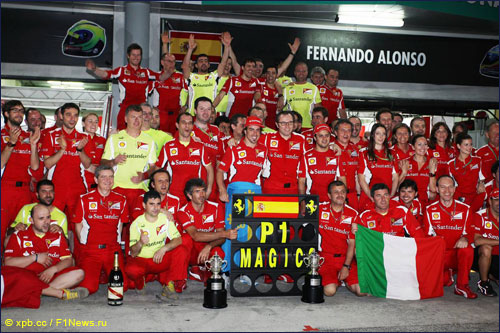 Ferrai отмечает победу Фернандо Алонсо на Гран При Малайзии