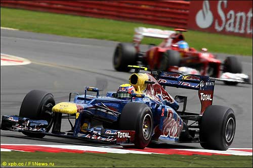 Марк Уэббер и Фернандло Алонсо на трассе Гран При Великобритании