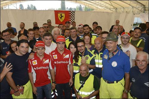 Пилоты Ferrari посетили пострадавших от землетрясения