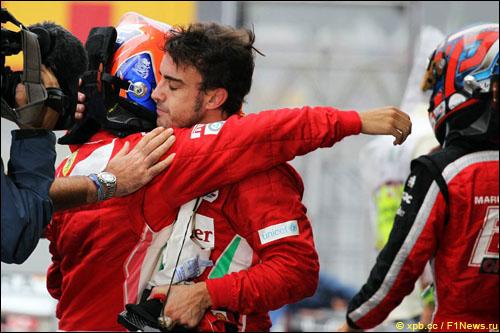 Фелипе Масса и Фернандо Алонсо после финиша Гран При Бразилии 2012