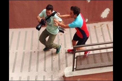 Фотография нападения Алонсо на фотографа