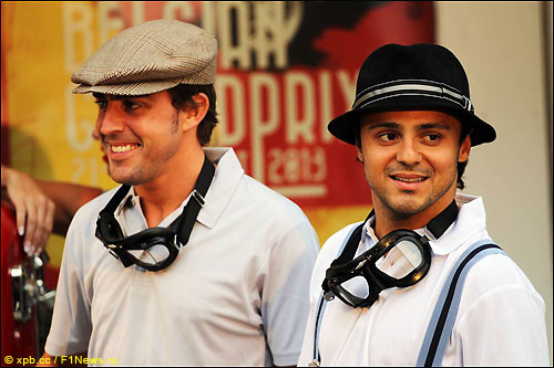 Фелипе Масса и Фернандо Алонсо во время рекламной акции Shell в Спа
