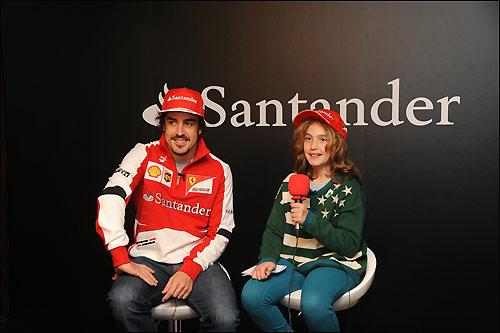 Фернандо Алонсо и юная журналистка Даниэла