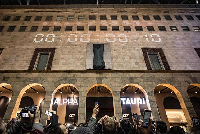 Посмотреть презентацию AlphaTauri в Милане собралось немало зрителей