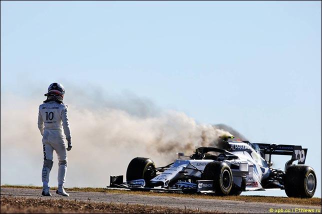 Пьер Гасли у горящей машины