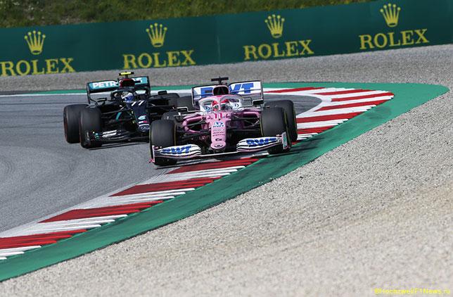 Машины Mercedes и Racing Point на трассе в Шпильберге