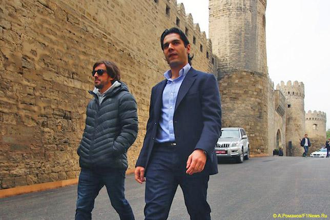 Фернандо Алонсо и Ариф Рагимов, исполнительный директор Baku City Circuit, на трассе в Баку
