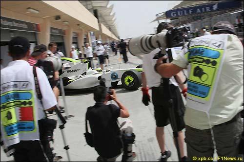 Гран При Бахрейна. Пятница. Рубенс Баррикелло покидает бокмы...