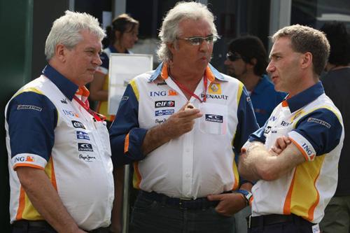 Слева направо: Пэт Симондс, Флавио Бриаторе, Боб Белл