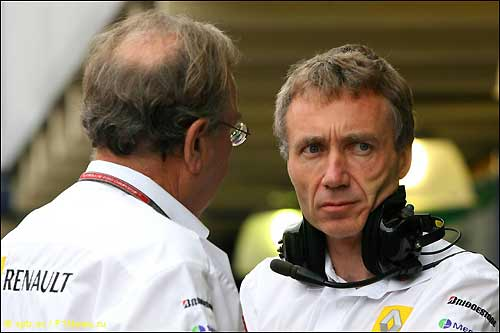 Боб Белл (слева) и управляющий директор Renault F1 Жан-Франсуа Кобе