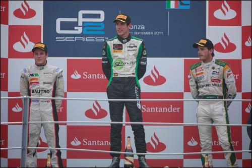 Фабио Ляймер, Кристиан Фиторис и Жюль Бьянки на подиуме финальной гонки сезона GP2 в Монце