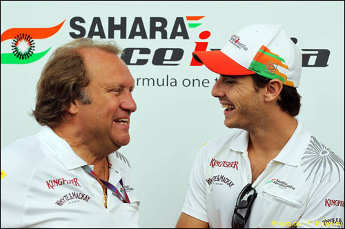 Жюль Бьянки и исполнительный директор Force India Роберт Фернли