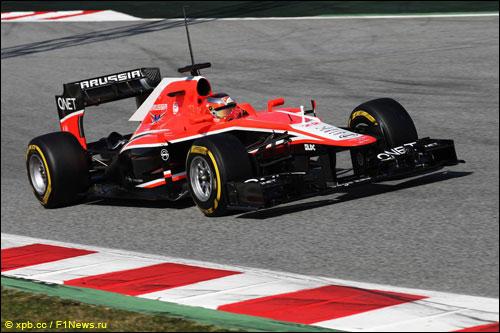 Жюль Бьянки за рулем MR02 на трассе в Барселоне