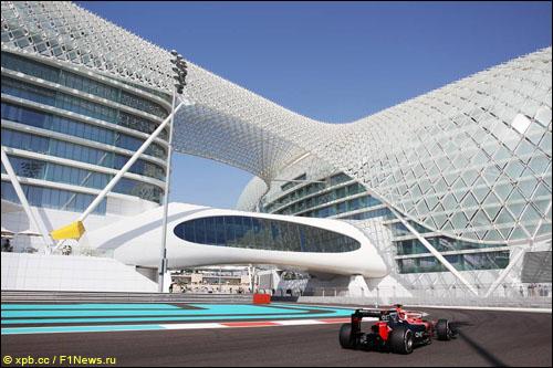Макс Чилтон в первой сессии свободных заездов Гран При Абу-Даби 2012