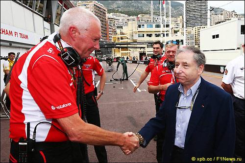 Жан Тодт поздравляет Джона Бута с успехом в Монако
