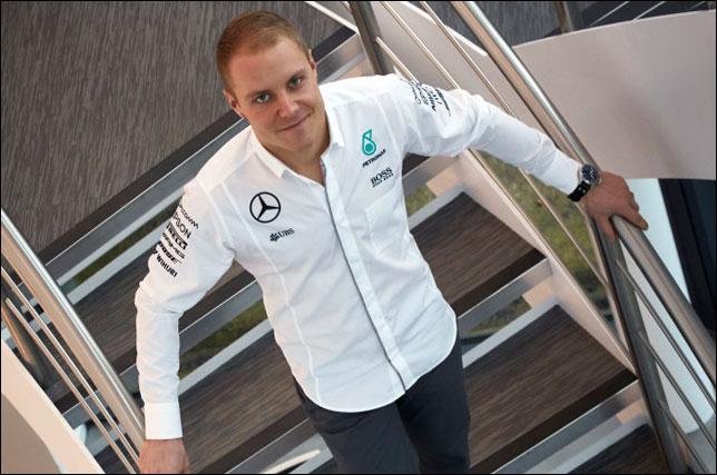Чемпионская команда Формулы-1 Мерседес объявила о договоре сновым гонщиком