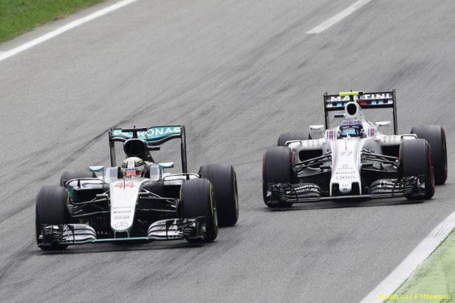 Валттери Боттас и Льюис Хэмилтон на трассе Гран При Италии, 2016 год