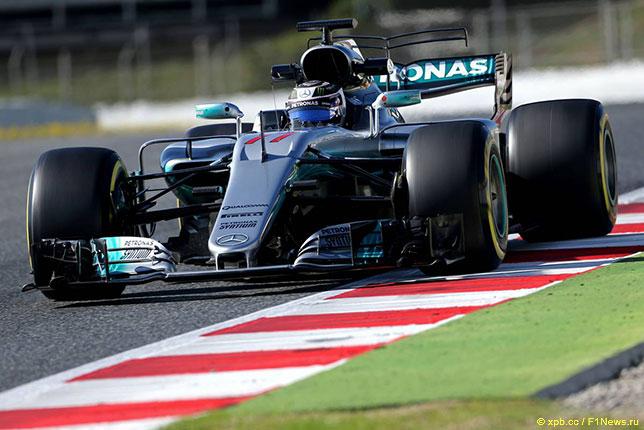 Валттери Боттас за рулём Mercedes W08 на тестах в Барселоне