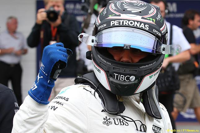 Валттери Боттас одержал победу квалификацию Гран-при Бразилии