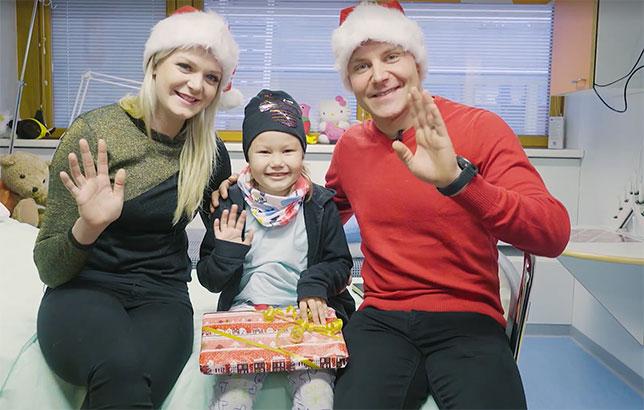 Валттери и Эмилия Боттас привезли подарки юным пациентам центральной детской больницы Лахти