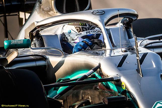 Валттери Боттас за рулём Mercedes на тестах в Барселоне