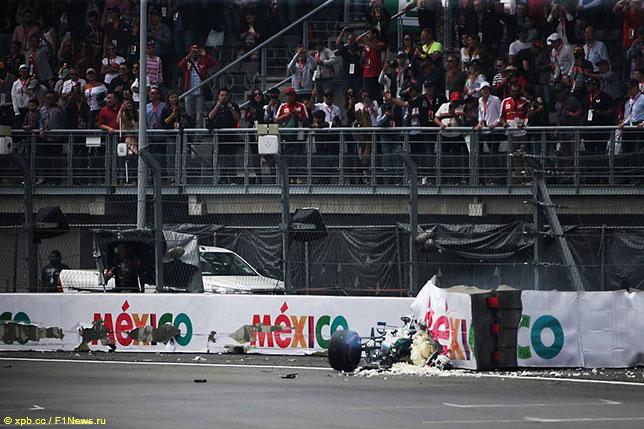 Машина Валттери Боттаса после аварии в квалификации