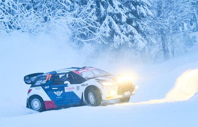 Валттери Боттас за рулём Citroen DS3 WRC на трассе Arctic Lapland Rally, фото из Twitter гонщика