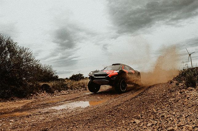 Валттери Боттас за рулём электрического внедорожника Odyssey 21 на тестах во Франции