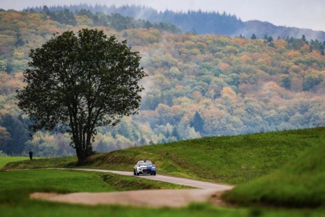 Валттери Боттас тренируется во Франции за рулём раллийного Citroen C3R5, фото из Twitter гонщика