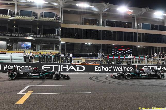 Гран При Аду-Даби. Машины Mercedes после финиша гонки