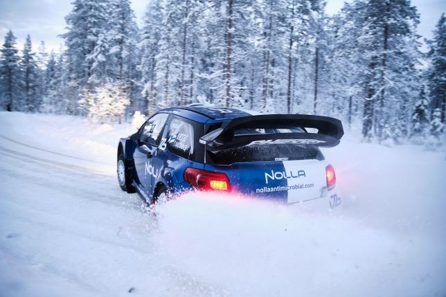 Валттери Боттас за рулём Citroen DS3 WRC на тренировках перед Artcic Rally, фото из Twitter гонщика