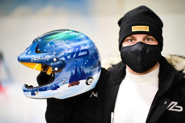 Валттери Боттас и его новый раллийный шлем, фото из Twitter гонщика